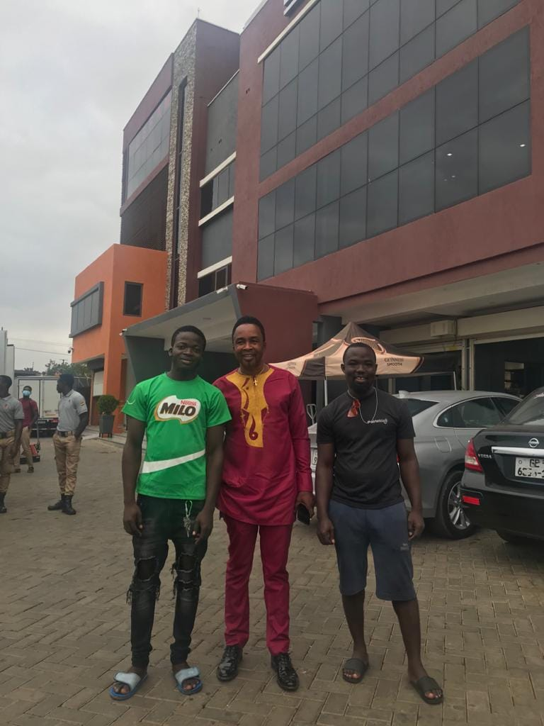 GHANAIAN GOSPEL MUSICIAN NICHOLAS OMANE ACHEAMPONG SPOTTED AT LESFAM PLACE